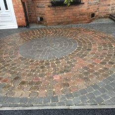 Block paving circle including a decorative circle