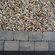 Gravel Driveways - Golden Grevel with rumbled autumn block edge